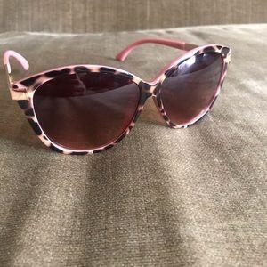 Nanette Lenore Sunglasses nwot